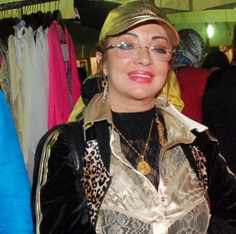 صورة شهيرة تخلع الحجاب وتخطط لعودة فنية