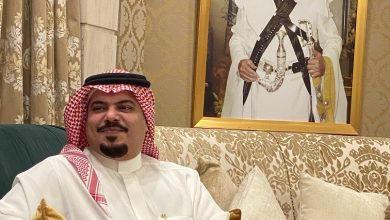 صورة فيصل الشعلان يلتقي الصحفيين في أول ظهور إعلامي