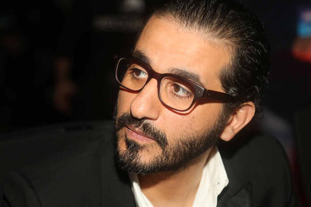 Photo of احمد حلمي يمازح معجب : روح ذاكر وماتجبليش الشتيمه !